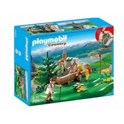 Плеймобил Семейство туристи при планински извор